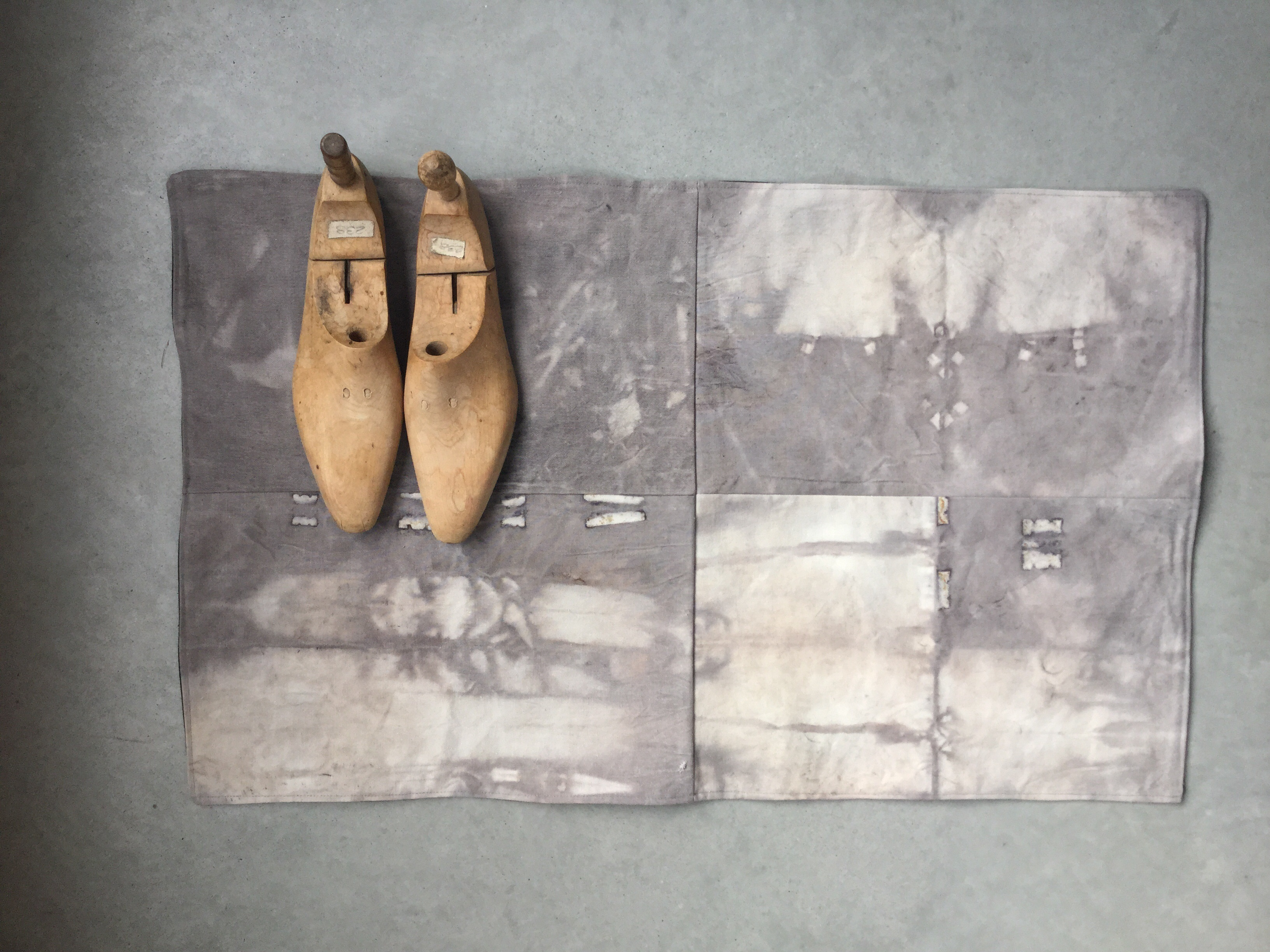 Tea dyed floor mat